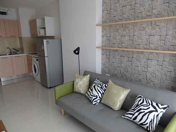 *写真4 :タイの一般的な部屋(ここで家賃は約10万円程度)