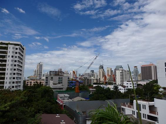 *写真1:建設が急ピッチで進んでいるバンコク市街の様子