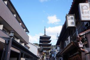 2015年の観光客数が5,684万人、外国人による宿泊客数が316万人を記録した京都。同時に、市内の主要ホテルの稼働率が90%近くになるなど、宿泊需要に対し宿泊施設の不足が生じている